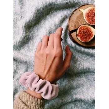 Powder Pink Velvet Scrunchie - gumka do włosów