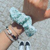 Kraków, widzimy się w weekend! ???? W sobotę i niedzielę jestem na @targi_bohemian ???? Zaraz startuję i biorę ze sobą dużo pięknych rzeczy, między innymi te kwiatkowe gumki z upcyklingu - uszyte z pozostałości tkaniny ze skracanej sukienki ???????? Będzie mnóstwo fajnych wystawców i super klimat, wpadajcie! ???? @targi_planty #weekendvibes #helloweekend #friyay #krakow #scrunchie #zerowaste #upcycling #upcycledclothing #czerwiec #springvibes #wiosna #scrunchies #flowerpower #scrunchietime #akcesoriadowłosów #dodatkidowłosów #akcesoriadowlosow #nobadhairdays #uszytewpolsce #gumkadowłosów #gumkidowłosów #qualityoverquantity #wlosomaniaczka #włosomaniaczki #wiosennestylizacje #dbamowlosy #modnedodatki #hairideas #flowerpower #sagegreen